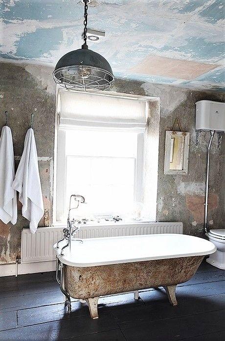 Baño antiguo. | Baños chic antiguo, Baños antiguos, Chic ...