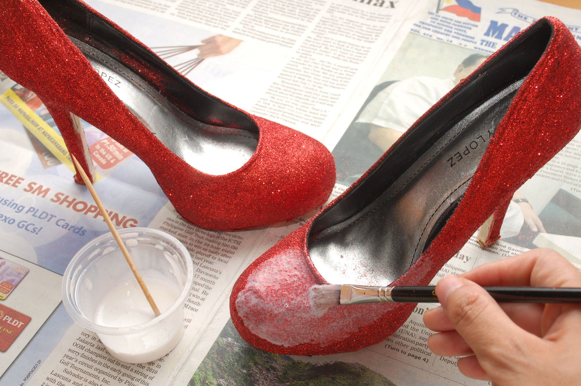 DIY Glitter Pumps!