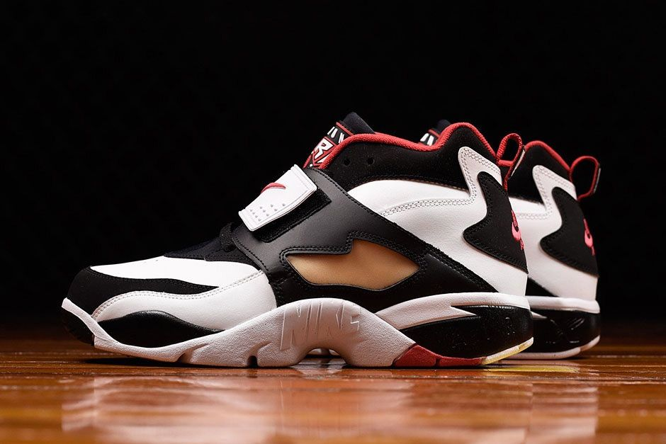 Nike's classic cross-trainer, the Air Diamond Turf, is finally back again.