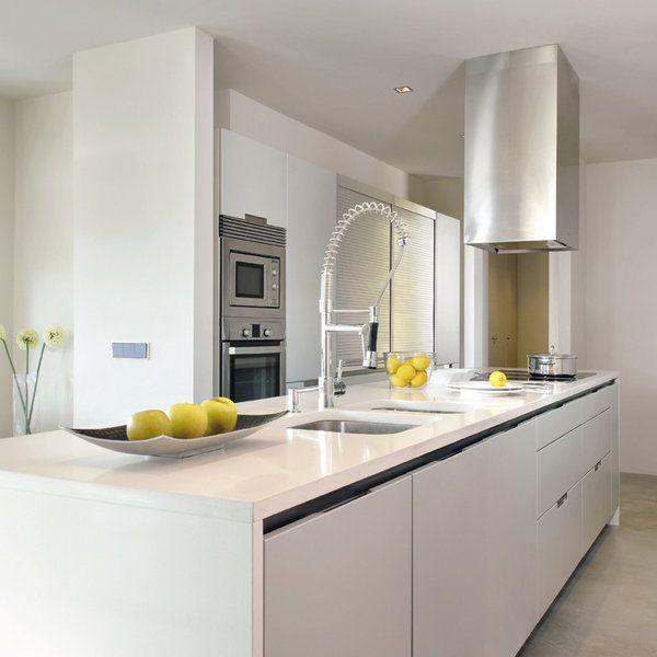 una-cocina-moderna-y-minimalista_referencejpg (600×600) Cocinas