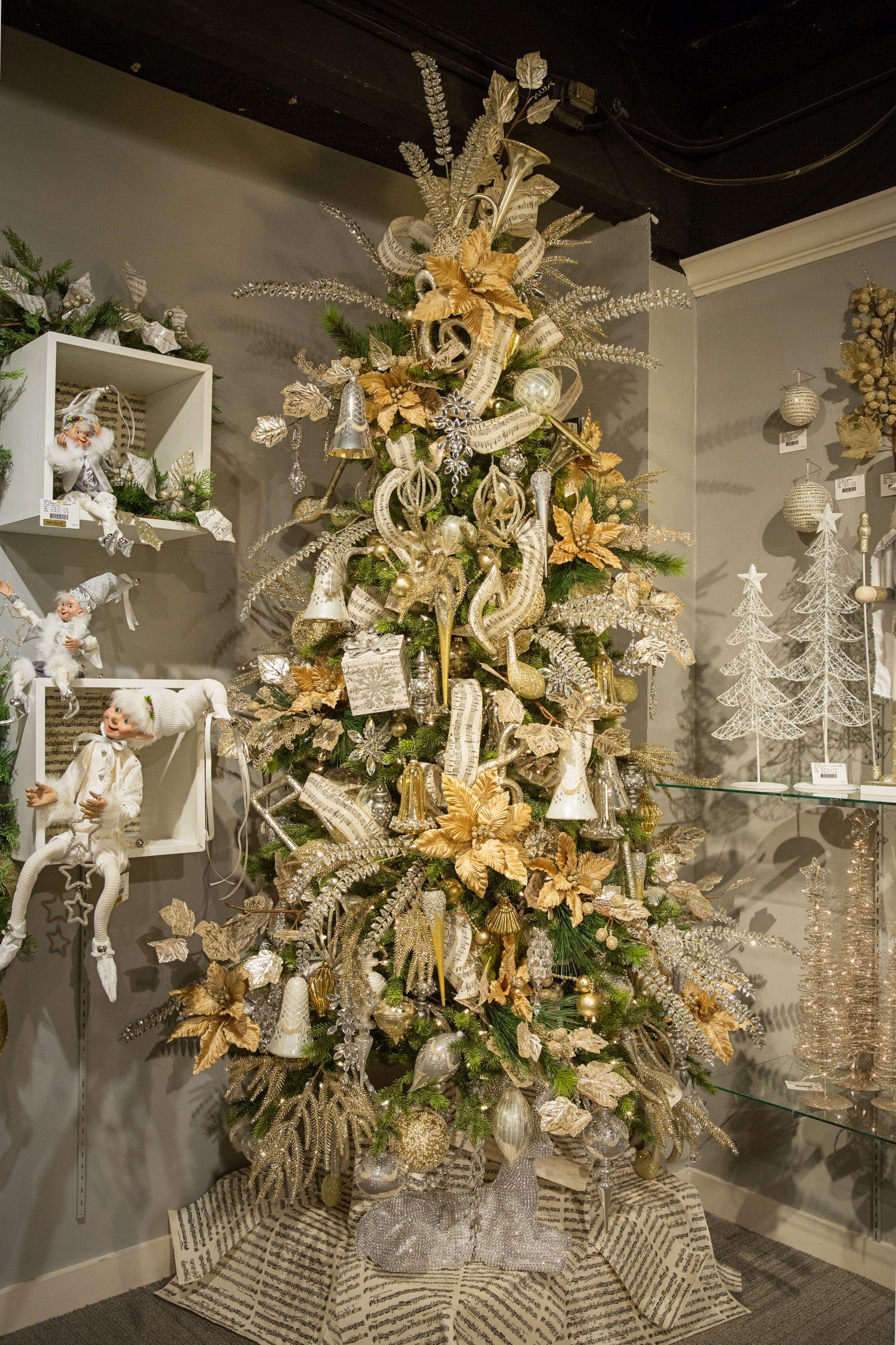 Celebrate the season with gold and champagne color - Arboles de navidad adornos ...