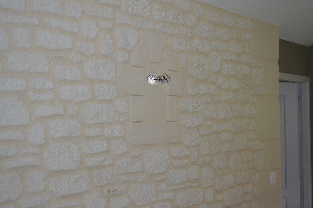 enduit à la chaux sur mur intérieur. imitation pierre, sculpté à ... - Enduit Chaux Mur Interieur