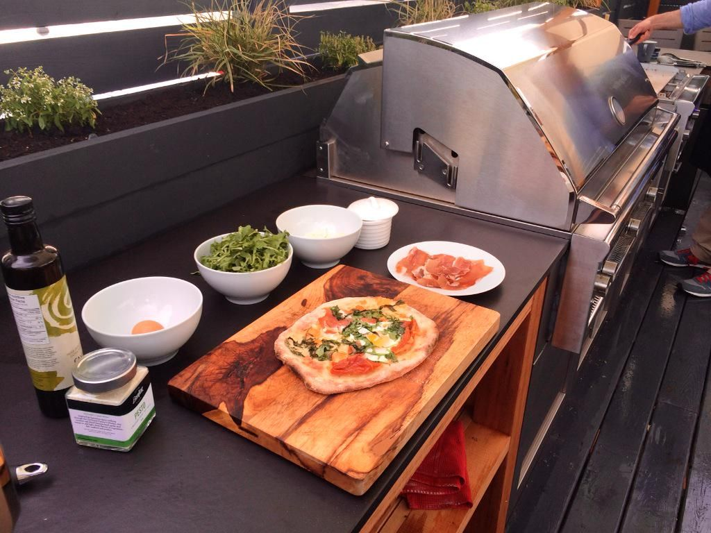 How do you make a breakfast pizza on a BBQ?? We ask @UrbanBonfire on @BTMontreal coming up!