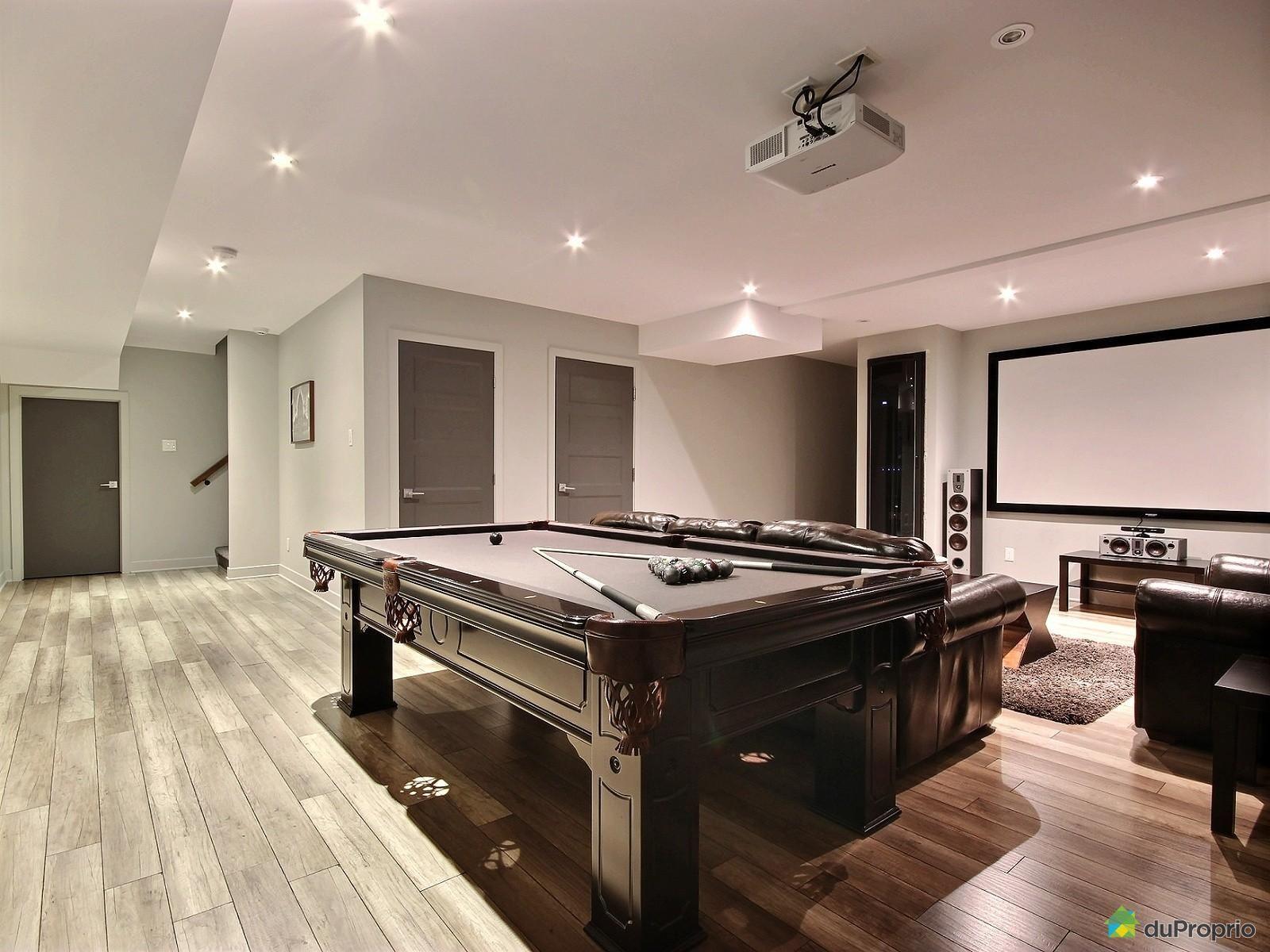 Maison Contemporaine Avec Plus De 5000 Pi2 Incluant 3 Garages