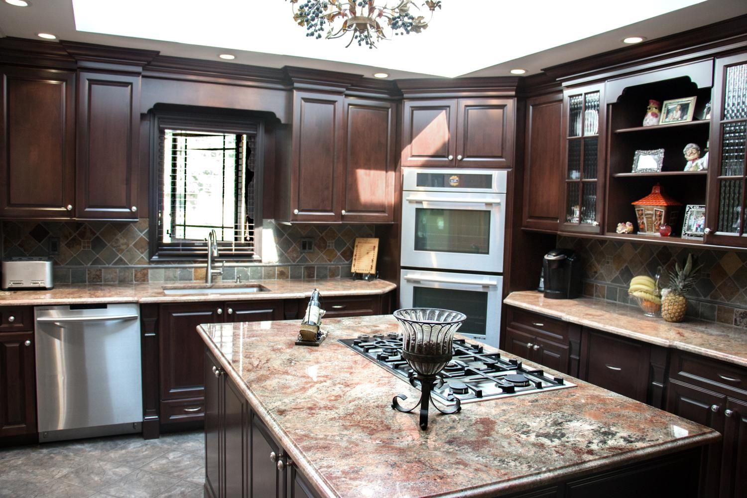 Traditional Kitchens Like This One Aren T Afraid To Embrace Dark Deep Browns Design Kitchen Traditional Kitchen Cabinets Kitchen Cabinets Timeless Kitchen