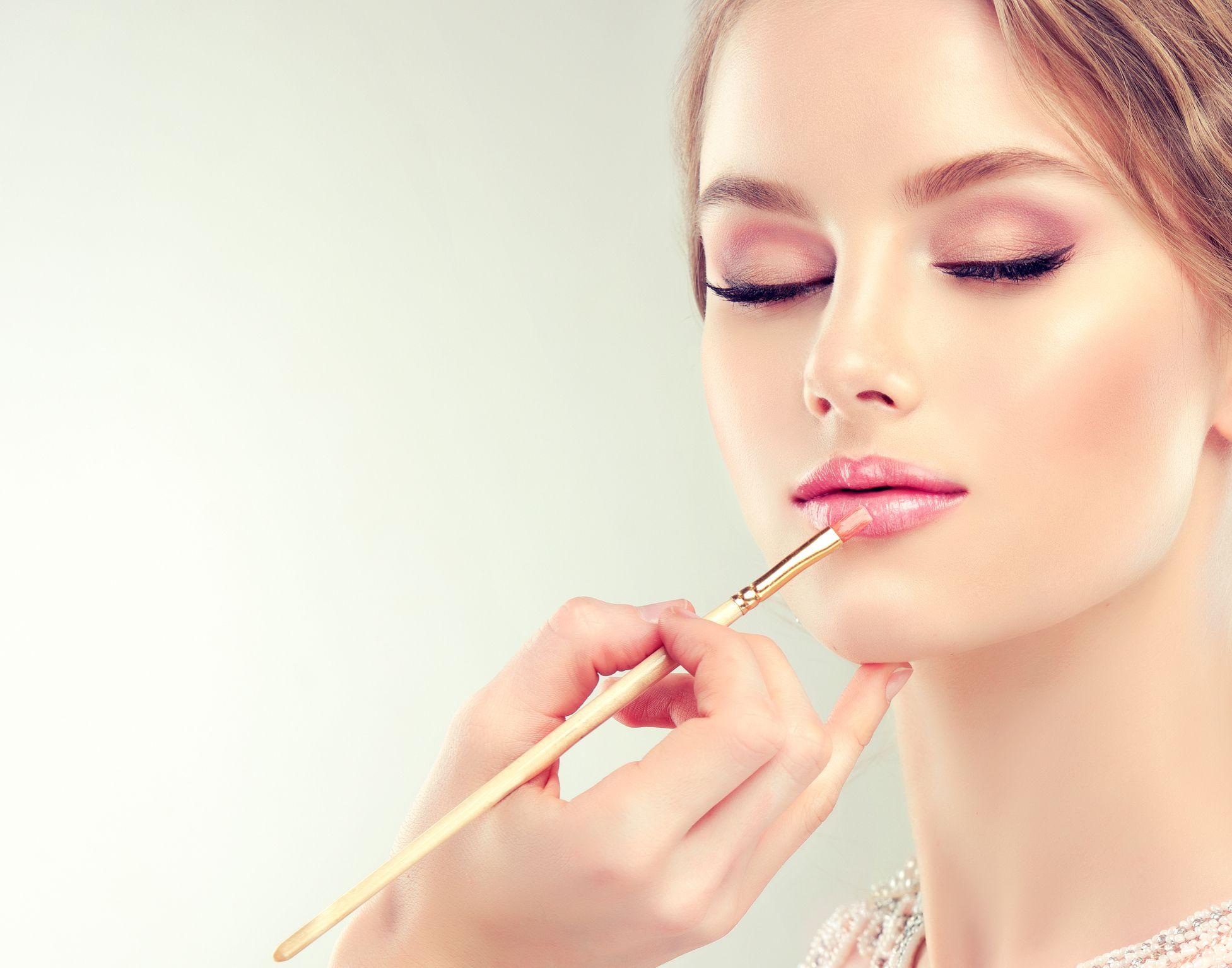 Makeup for Eye Allergy Sufferers Blue eye makeup, Blonde