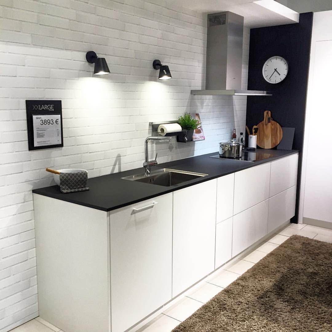 Uusi Senti-keittiö on upea. Ihasteltu Kvikin asiakasillassa. #kvik #kvikturku #sentikeittiö #scandinaviankitchen #modernkitchen #danishkitchen #åblogit #nelkytplusbloggaaja #kotilaituri