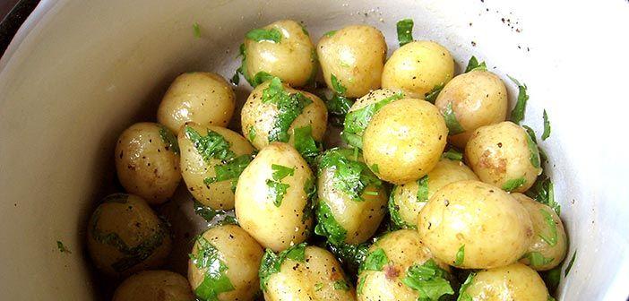 Nopea ja helppo tuunaus, joka säväyttää uudet perunat välimerikelpoiseksi.