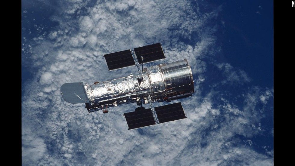 Hubble Telescope Pictures of the Moon | The Hubble Space Telescope took spectrographic images of vapor rising ...