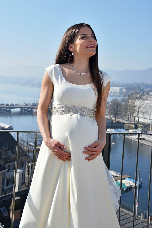 Wunderschönes Seidenkleid für die Braut mit Babybauch | Brautmode ...