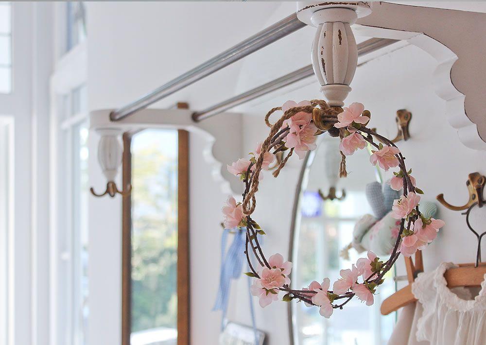 Romantik im Hausflur von Haus Midsommer.  #ShabbyChic #VintageStyle #Midsommer