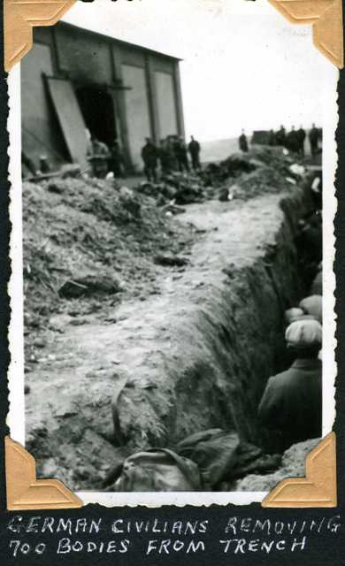 German civilians removing 700 bodies from trench (Gardelegen, Germany)