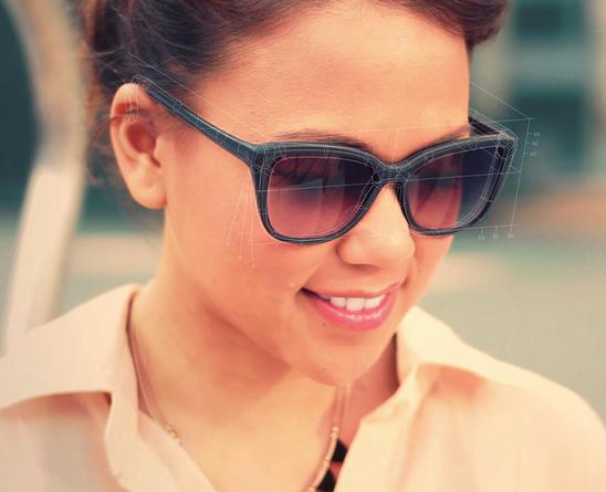 Marc Levinson, John maurlello , Doug Ponciano e Richart Ruddle hanno fondato protos eyewear , con l'intento di sviluppare una linea di occhiali da sole stampati su misura in 3D per soddisfare le esigenze del cliente; il processo di stratificazione utilizzata per creare ogni pezzo di occhiali permette la produzione di una gamma di stili differenti indossabili fin da subito.