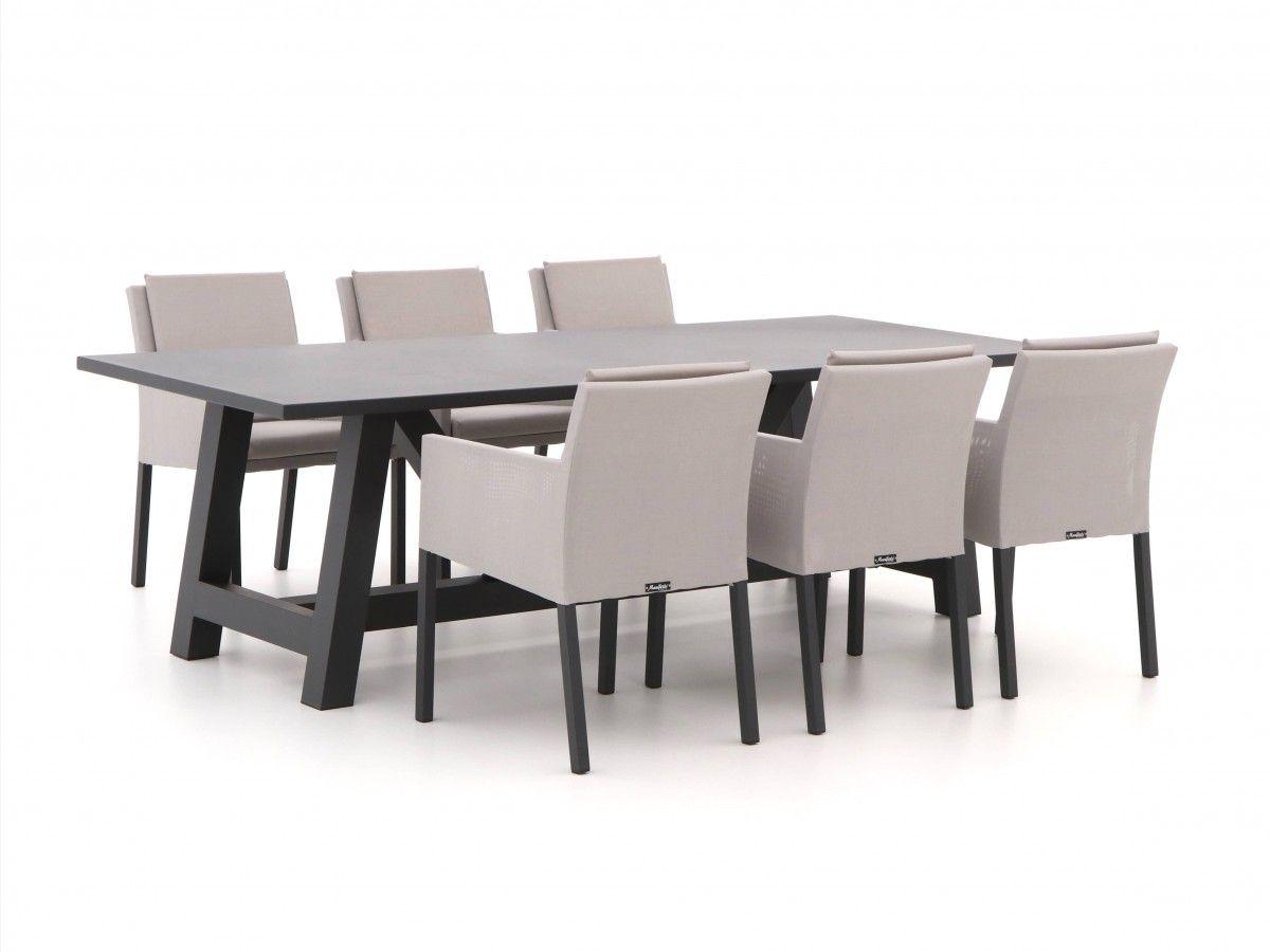 Zwarte Aluminium Tuinstoelen.Zwarte Moderne En Stoere Tuintafel Met Tuinstoelen Van Outdoor