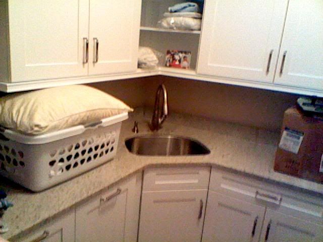corner laundry sink google search mom and dad laundry kitchen rh pinterest ch