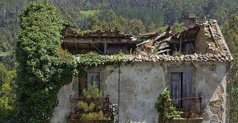 Una de las casas abandonadas que se pueden encontrar en galicia kasikas - Casa rurales en galicia ...