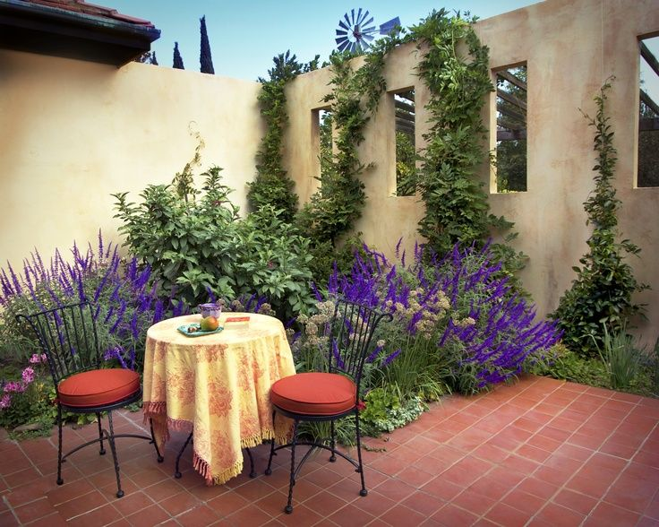 Meditteranean coutyard style of smaller Med. Home | Garden ... on Small Mediterranean Patio Ideas id=59933