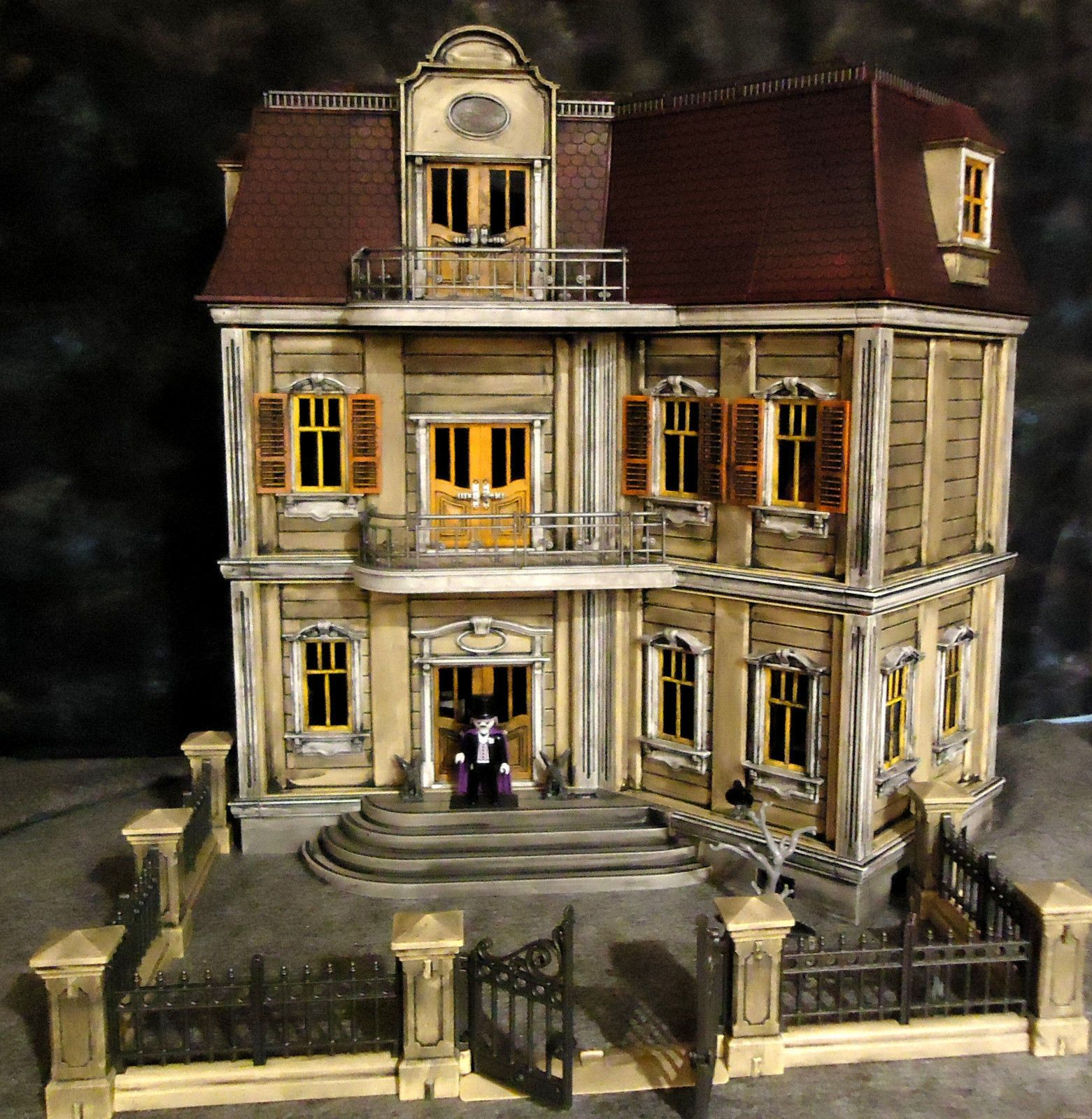 Playmobil haunted halloween victorian gothic mansion 5302 for Custom built victorian homes