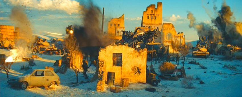 Sideswipe tras una pared en derrumbe, apunta y dispara al enemigo. #Transformers
