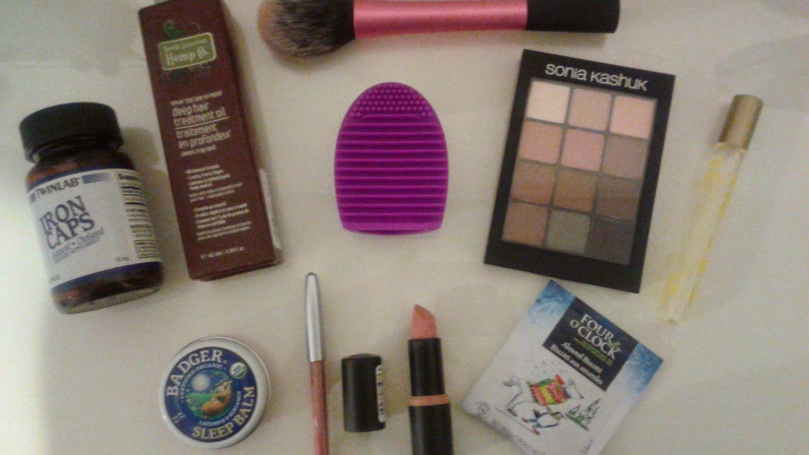 """I added """"Health and Beauty Girl: March 2015 Favourites"""" to an #inlinkz linkup!http://www.healthandbeautygirl.com/2015/04/march-2015-favourites-beauty-fashion.html"""