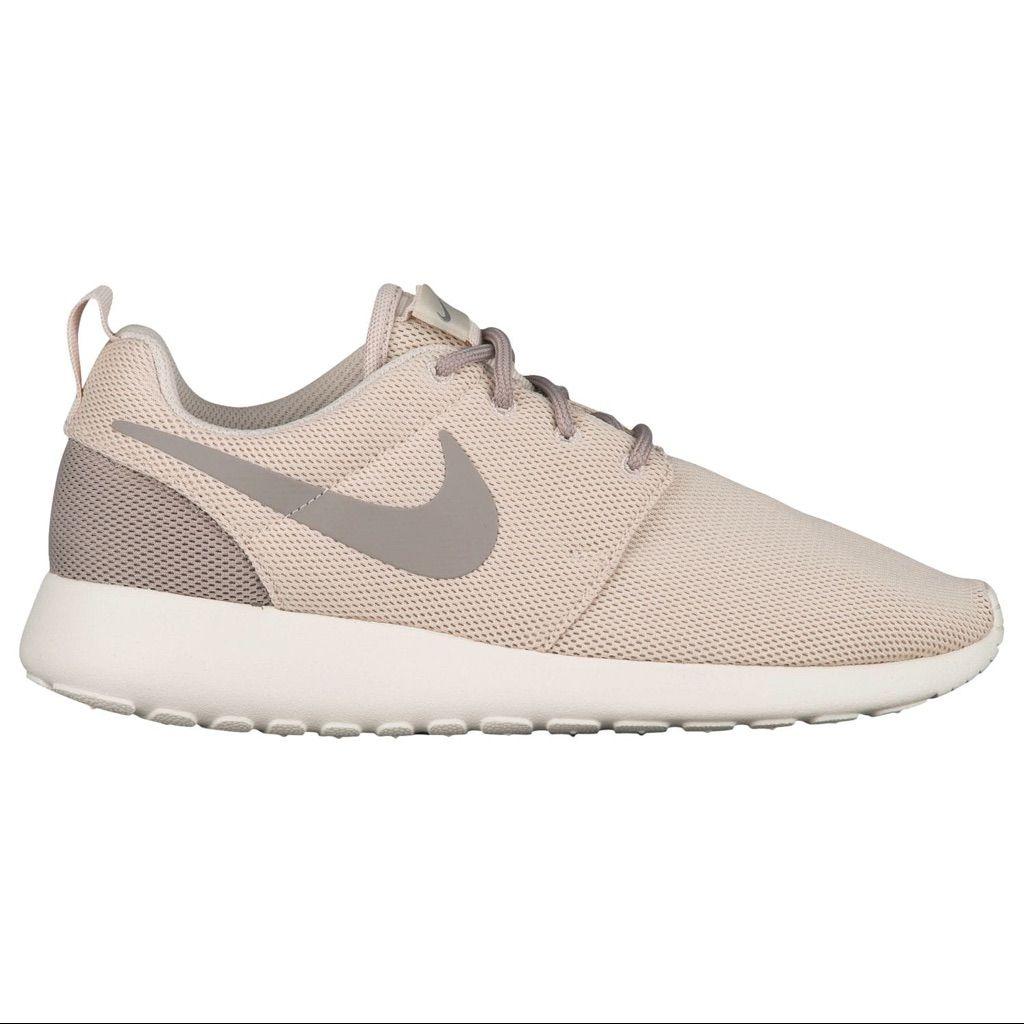 Nike Tan Roshe Run Sneakers Size 9 Cute Nike Shoes Nike Shoes Outfits Nike