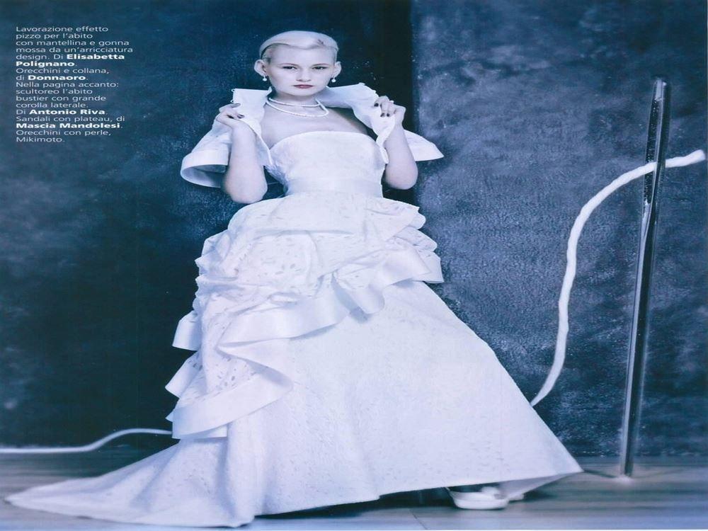 Vogue Sposa - Gennaio 2014 >> lavorazione effetto pizzo per l'abito con mantellina e gonna mossa da un'arricciatura design di #ElisabettaPolignano! Chic e vagamente retrò senza rinunciare a un dettaglio sfizioso che impreziosisce la figura.