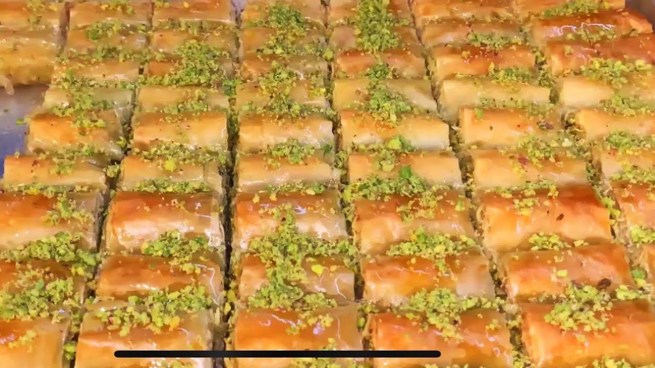 ضاع وقتنا بدهن عجينة البقلاوة بالسمنة حضري اصابع البقلاوة لضيوفك بطريقة مميزة واطيب من الجاهز Cooking Recipes Middle Eastern Recipes Middle Eastern Desserts