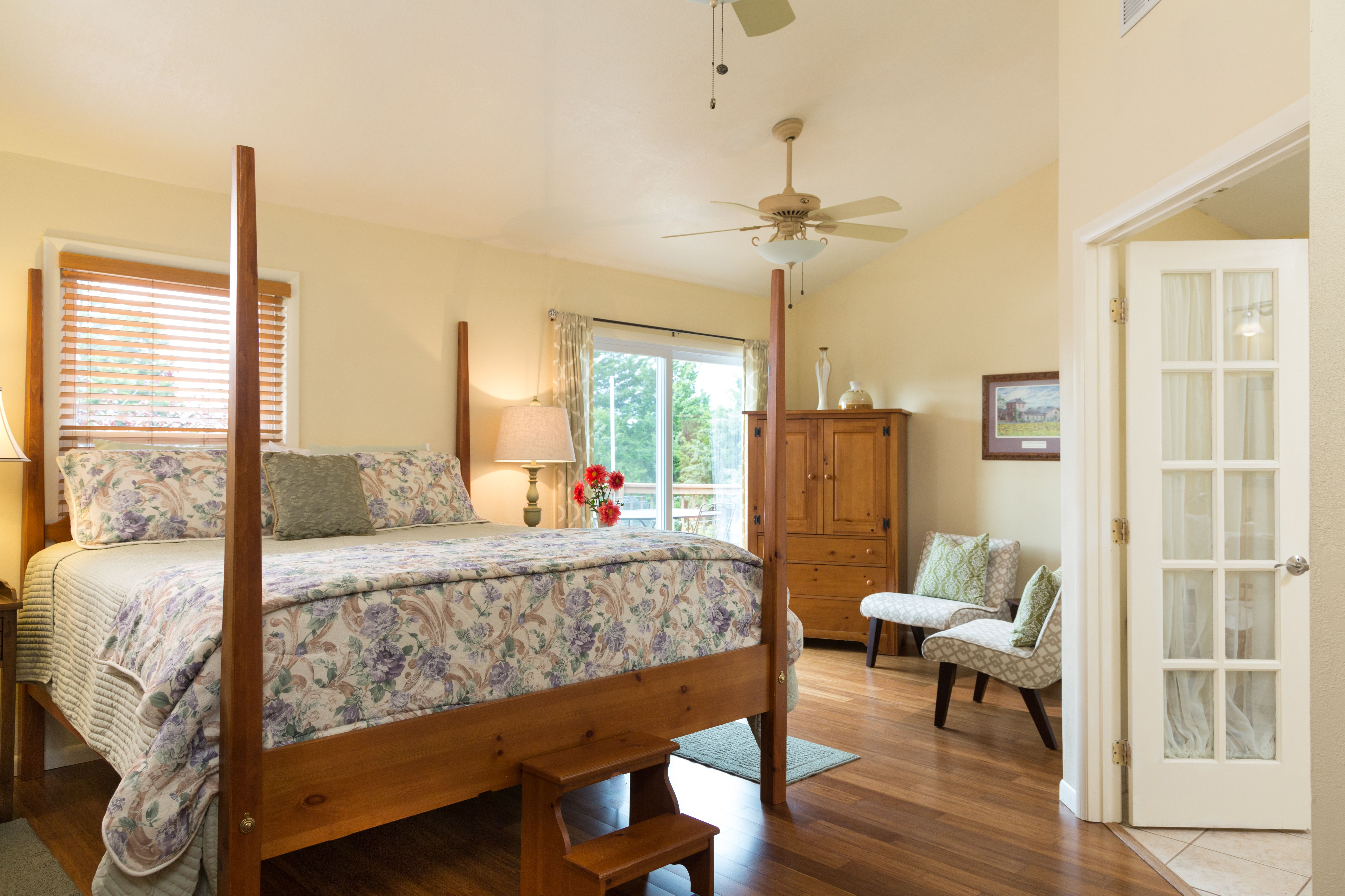 Wine Country Suite at Cedar Crest Lodge bed and breakfast
