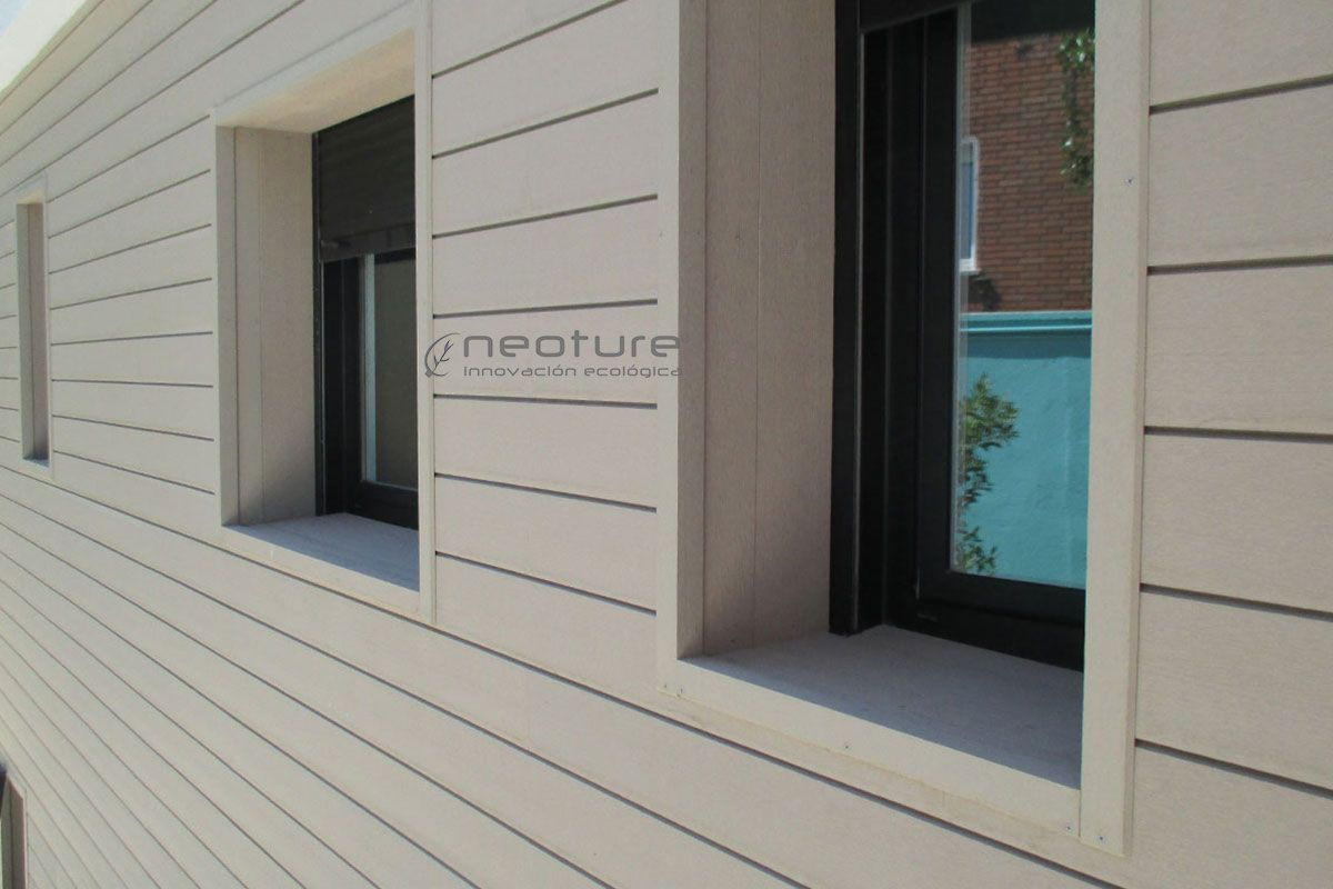Paneles de revestimiento exterior en madera sint tica sin - Paneles para paredes exteriores ...
