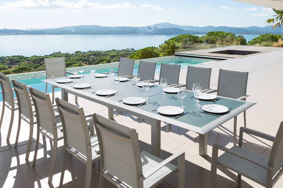 Table extensible Allure en verre bleu orage silver 12 places ...