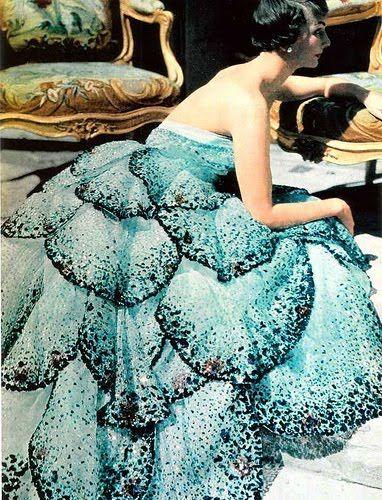 Loooooovvveeeee this vintage 1949  Junon Dior gown!!! Especially in turquoise :) <3