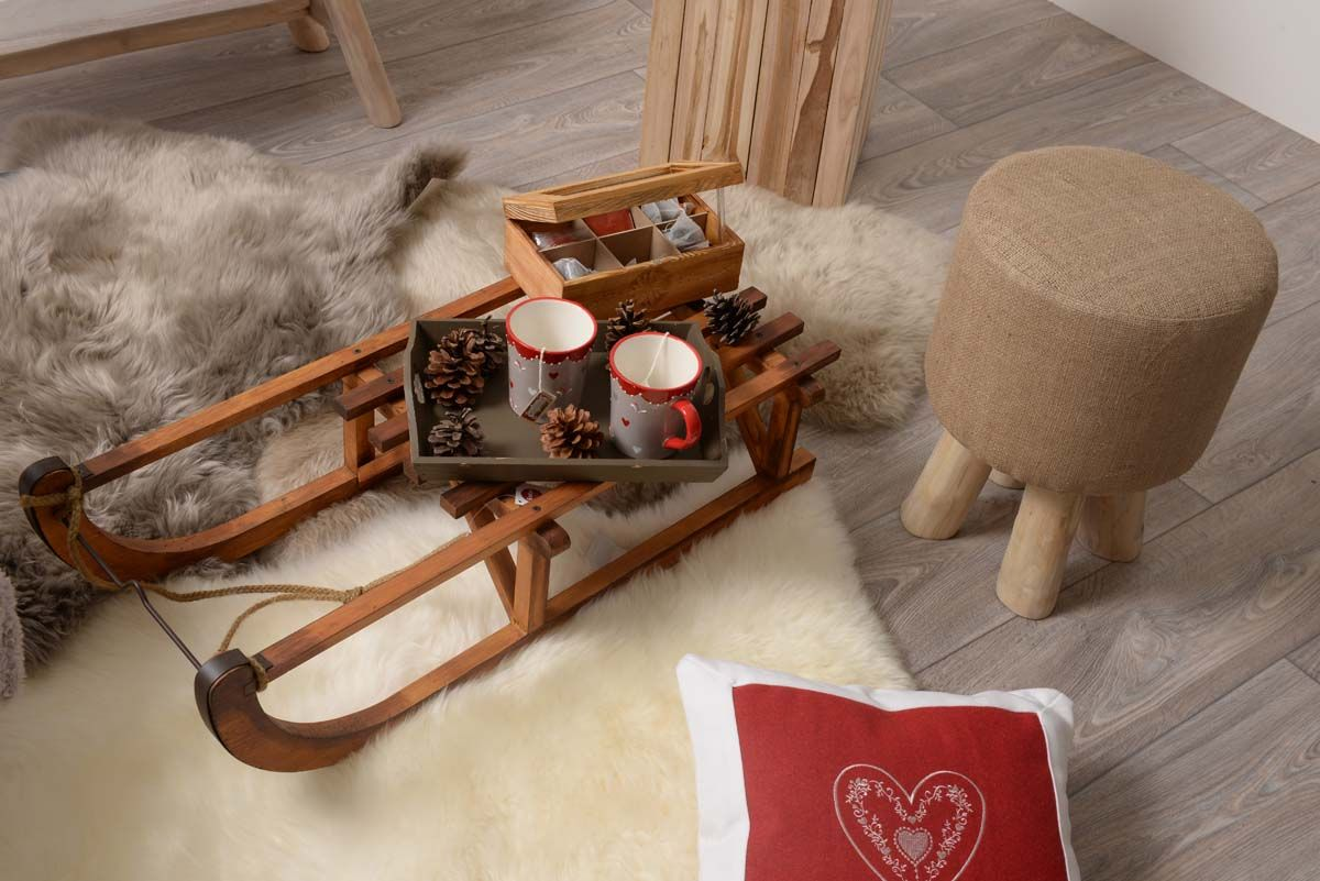 Tea Time Sur Notre Table Basse En Luge Deco Montagne Decoration Bois Mobilier De Salon