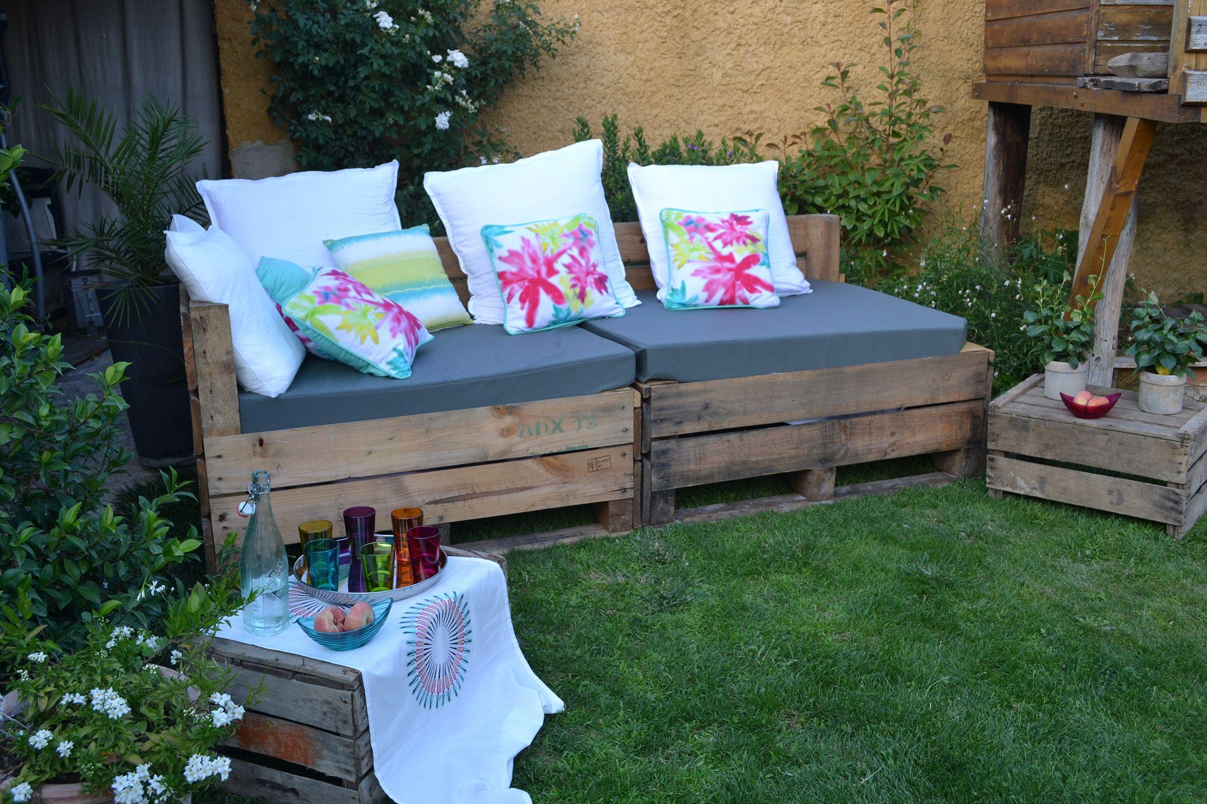 banquette id al pour une terrasse construite avec de. Black Bedroom Furniture Sets. Home Design Ideas