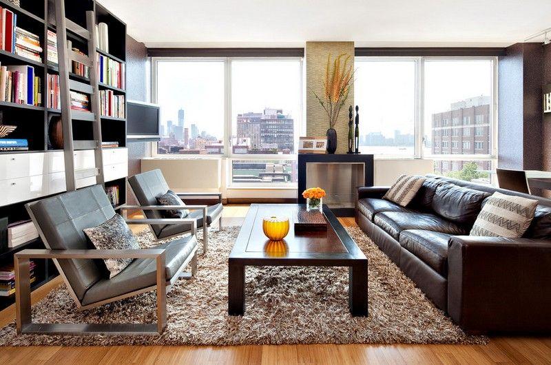 Perfekt Wohnzimmer Mit Shaggy Teppich In Beige Und Braunem Ledersofa Eingerichtet