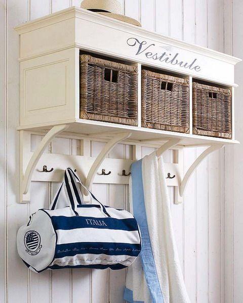 DIY:  43 Ideas To Organize Using Wicker Baskets For Storage.// para abajo de la escalera