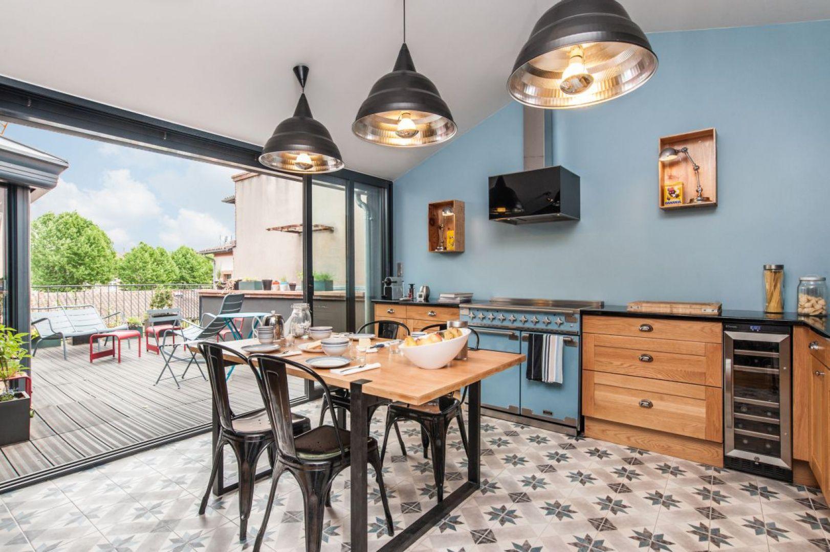 Kuchnia Elise To Klasyczne Wzornictwo Oraz Szalony Kolor China Blue Idealny Do Kuchni W Stylu Lat 50 I 60 Fot Falcon Home Remodeling Home Home Decor