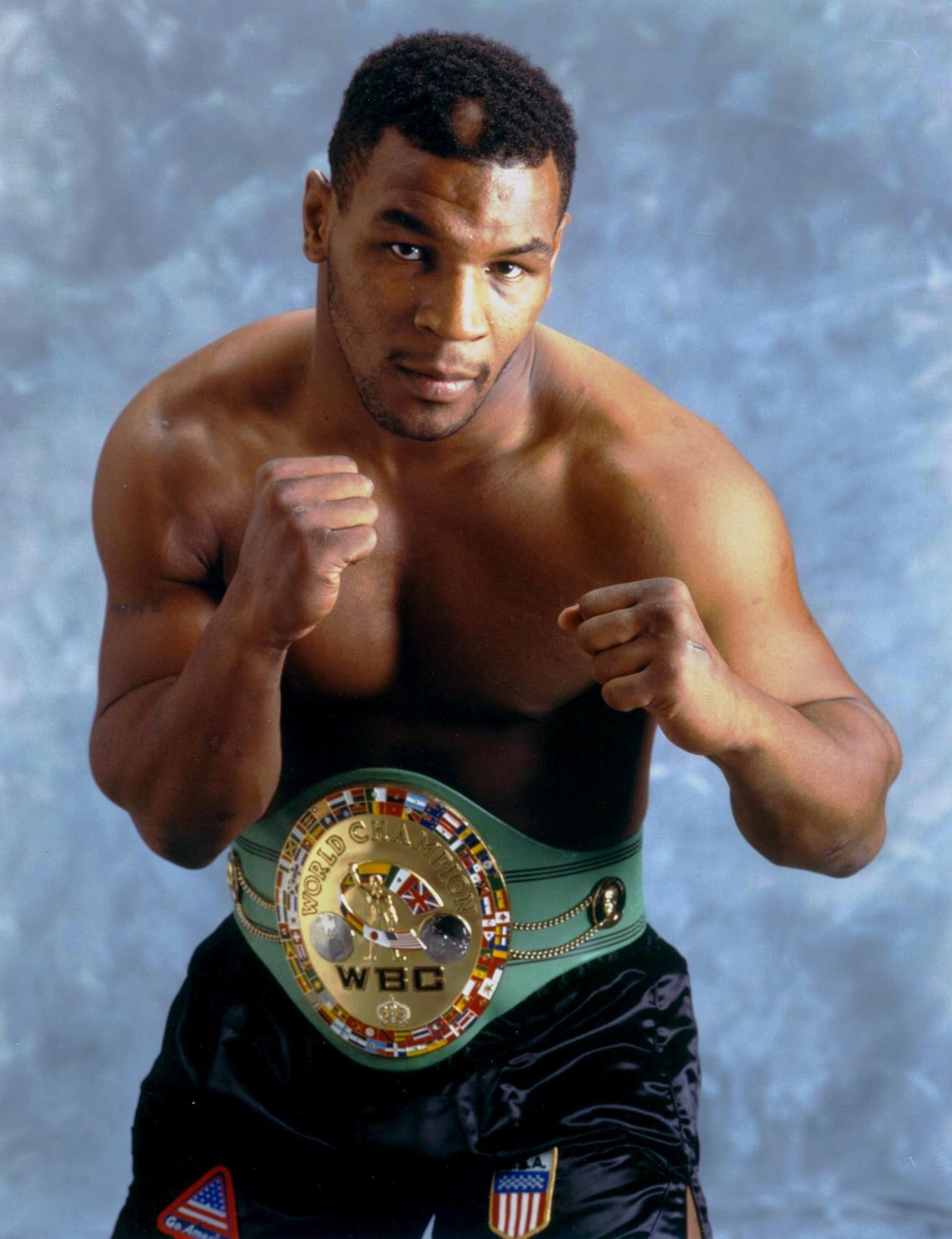 Mike Tyson Mike tyson, Mike tyson boxing, Champion sports