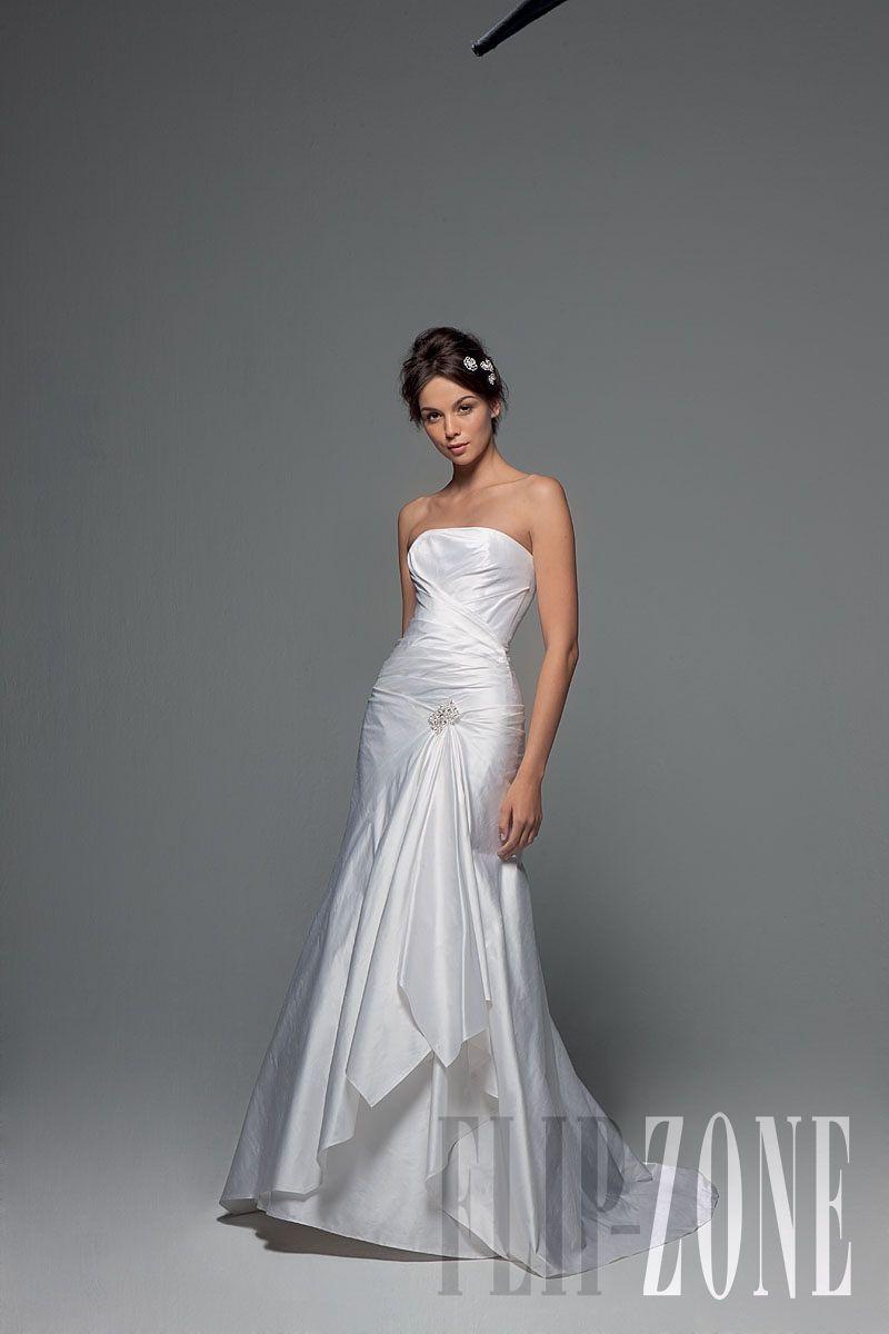 Cymbeline - Bridal - 2011 collection - http://www.flip-zone.net/fashion/bridal/ready-to-wear/cymbeline-1935