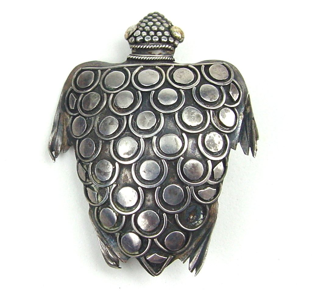 Buy Gleaming and shiny buckle style brooches picture trends