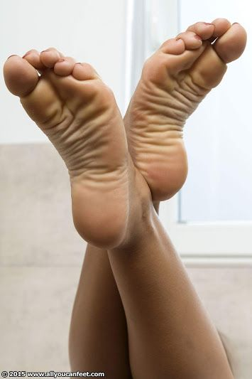 Bottoms come barefoot