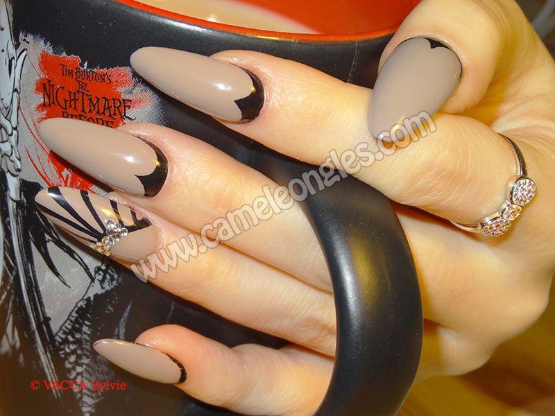 """Pose en gel avec vernis permanent """"Café crème"""" et motifs Art Déco almond gel nails with gel polish """"Café crème"""", and Art Déco designs"""