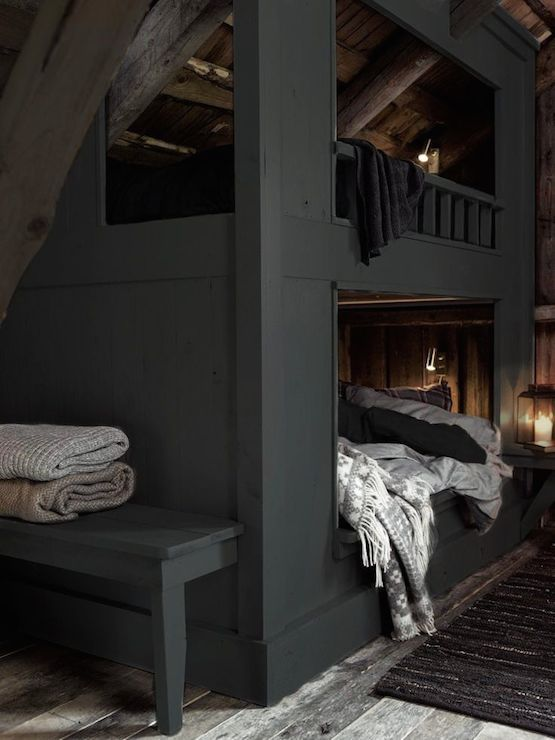 Photo of Loftseng | køyer, innebygde køyesenger, kullgrå køyesenger, køyesenger på …