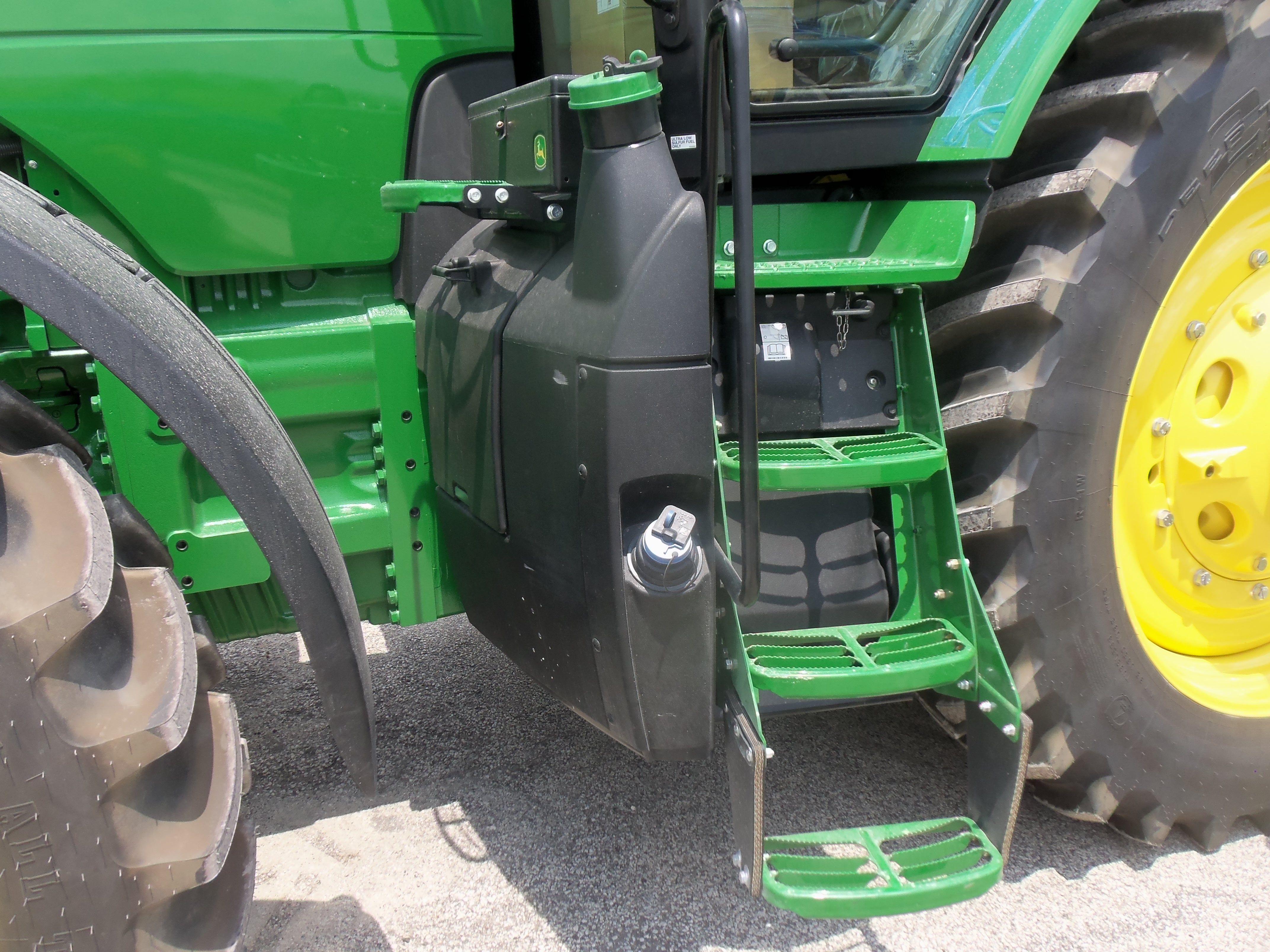 247 hp JOhn Deere 8295R This shows the diesel fuel tank