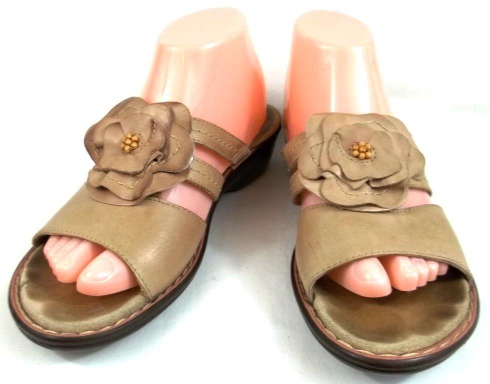 1a1fa7509cb Clarks Bendables Shoes Womens Size 8 M Beige Leather Slides Sandals  Clarks   Slides