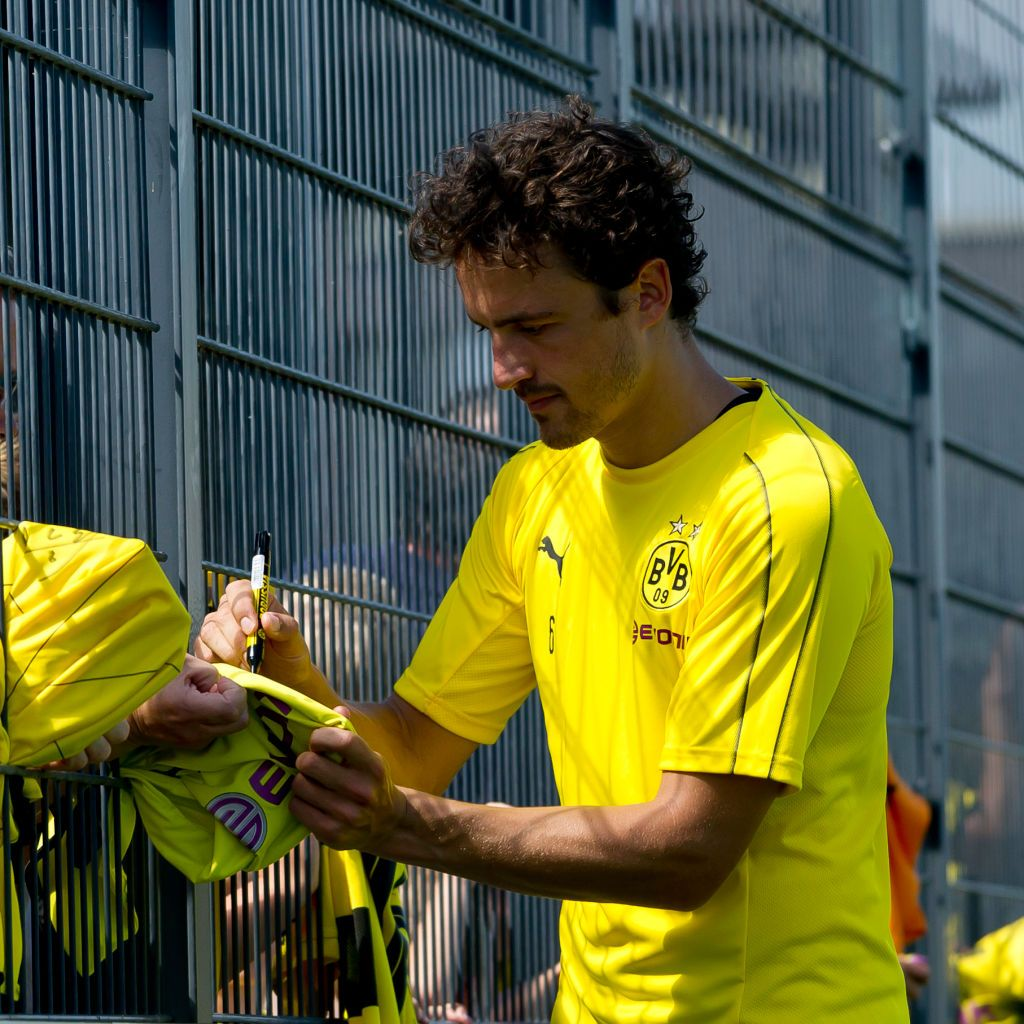 Dortmund Germany July 30 Thomas Delaney Of Borussia Dortmund Signs Autographs After The Borussia Dortmund Training Session On Jul Dortmund Borussia Dortmund