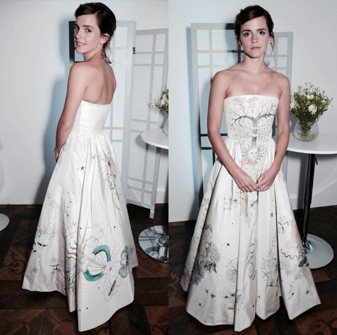 Emma Watson usa vestido de festa com estampas inspiradas no tarô   Capricho