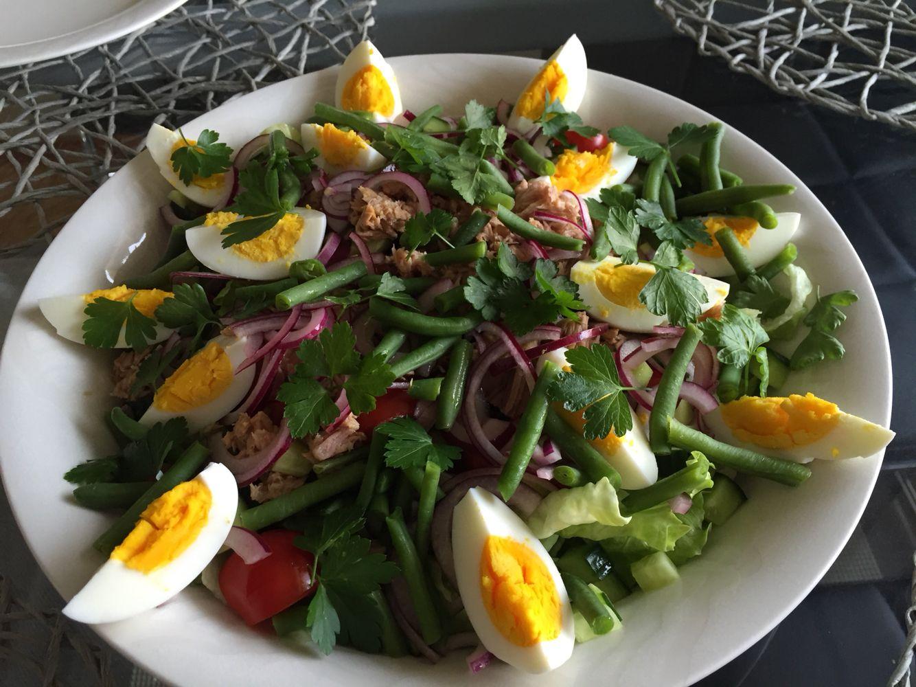Nizzan salaatti(sitruuna, valkosipuli, hunaja kastikkeella)