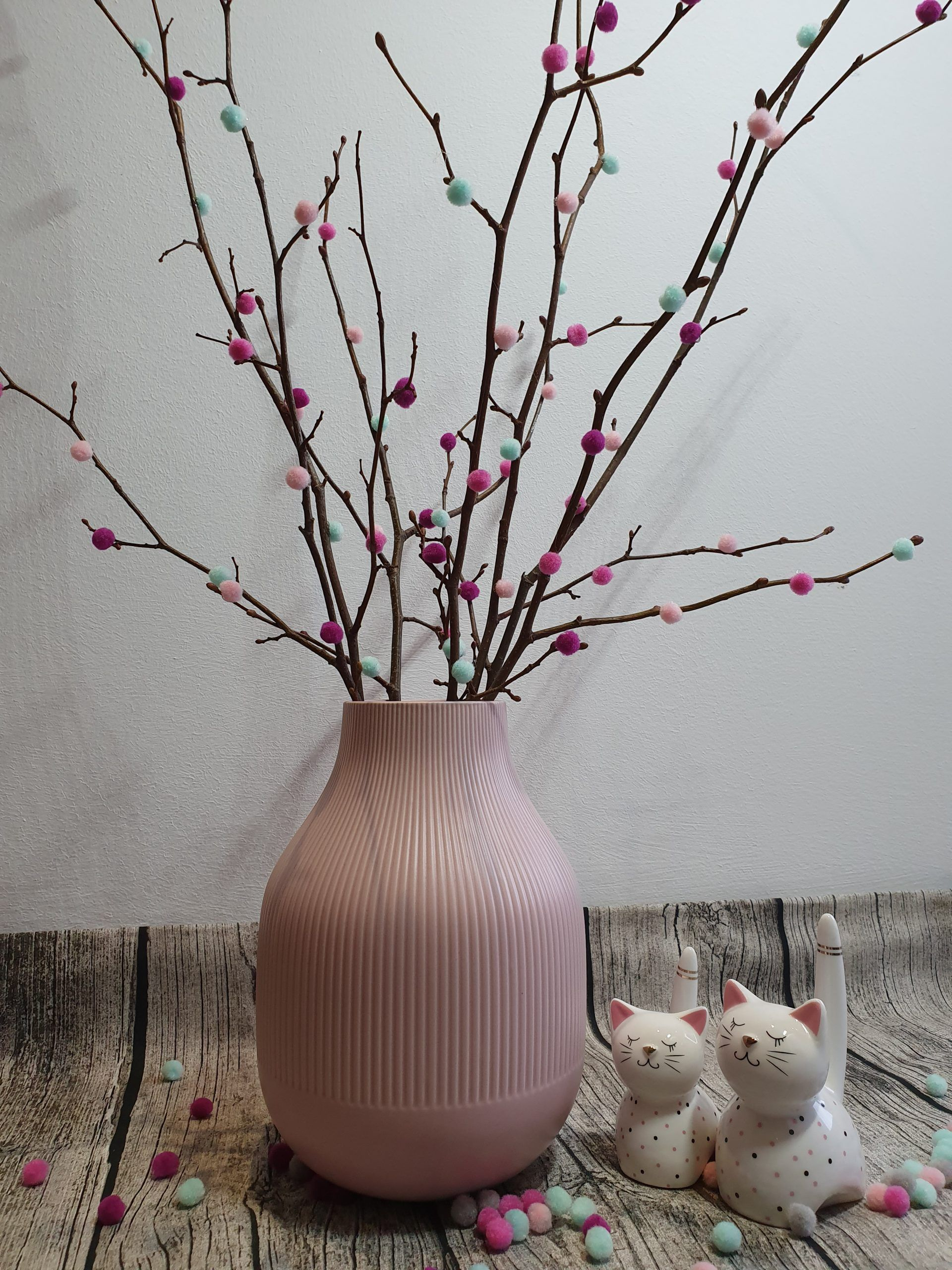 DIY mit Pompoms - schnelle Dekoidee für den Frühling zum Selbermachen