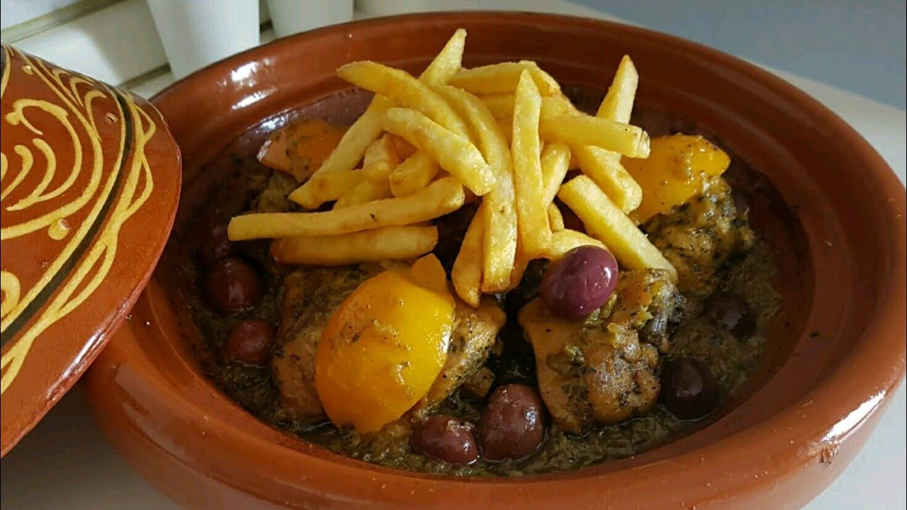 طاجين الدجاج بالفريت أو البطاطس مقلية مدغمر طايب بدون ماء نهائيا و المذاق لذيذ بزاف Youtube Food Beef Meat