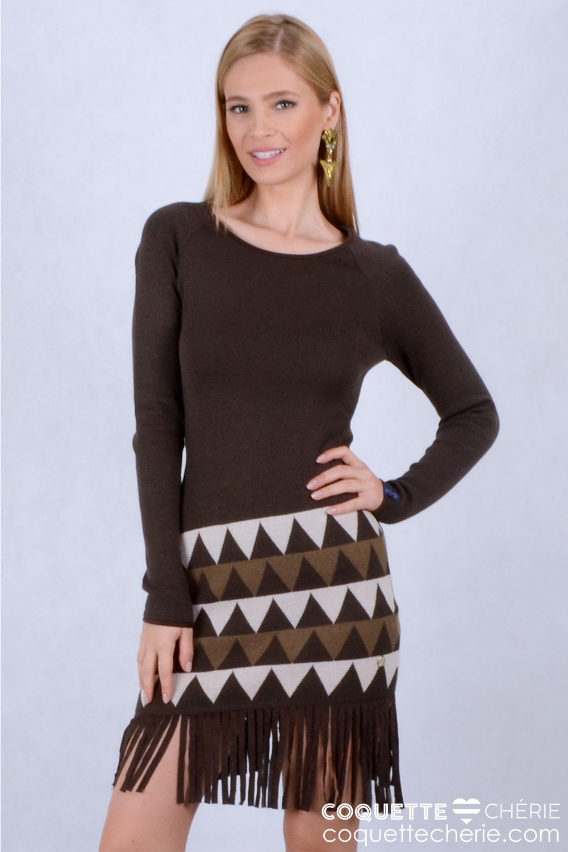 Vestidos de tricô são clássicos e perfeitos para o inverno. Este modelo com saia de estampa étnica e franjas em suede é fashion e segue a tendência da coleção. Disponível também na cor branca,  solicite à consultora de moda online! -- Aniversário -- Coquetel -- Jantar